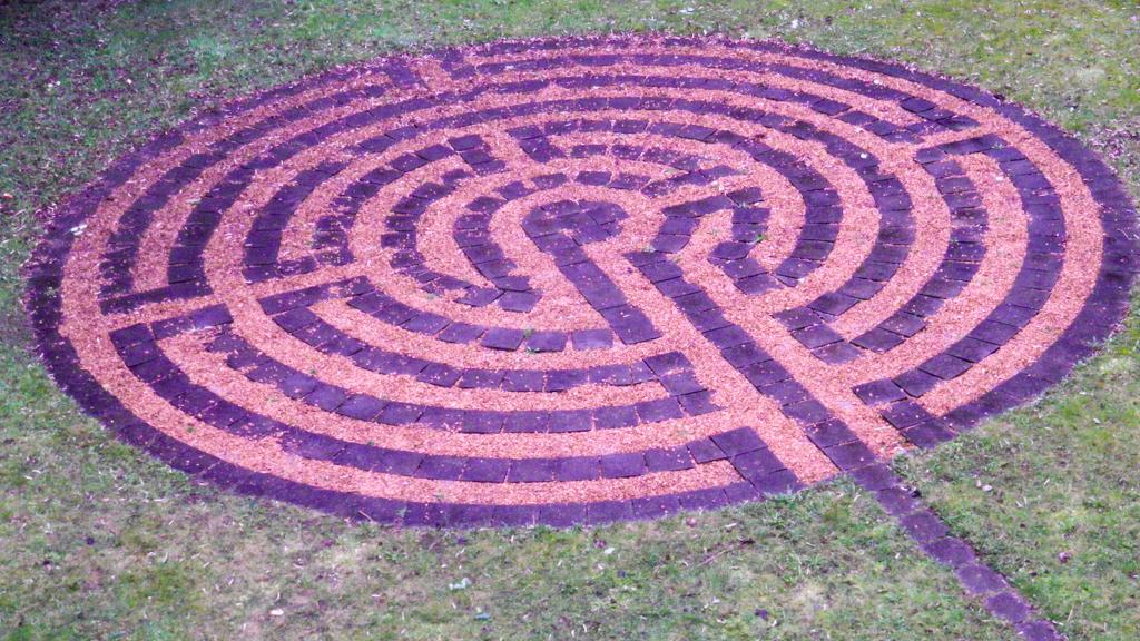 Mitten im Labyrinth des Lebens den EIGENEN WEG suchen und finden